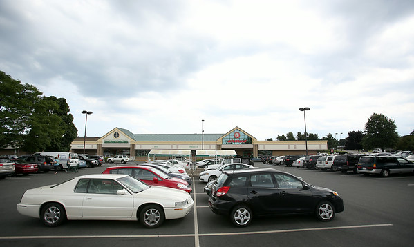 The Highland Ave Shaw's parking lot was packed with cars as many Market Basket customers have had to take their business elsewhere. DAVID LE/Staff photo. 7/31/14.