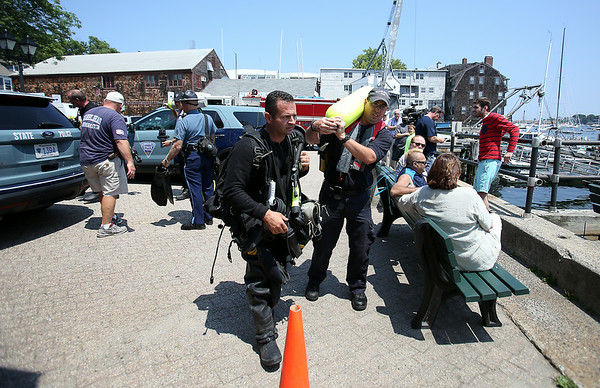 A Massachusetts State Police diver prepares to board the Harbormaster's boat at the Landing in Marblehead to assist in the search for a missing diver near Children's Island on Tuesday afternoon. DAVID LE/Staff photo. 7/22/14.