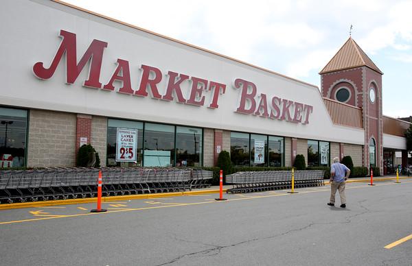 KEN YUSZKUS/Staff photo.  Market Basket in Salem.   7/14/15