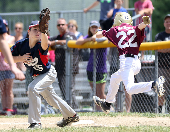 DAVID LE/Staff photo. Masco's Kevin Pelletier stretches to take a throw and nab Gloucester's Brett Moore by a half step. 7/2/16.