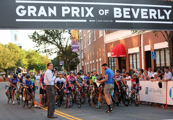 DAVID LE/Staff photo. Beverly Mayor Mike Cahill asks for a moment of silence in honor of Riley Fessenden, who passed away a week ago, before the start of the Women's Elite Beverly Gran Prix race on Wednesday evening. 7/27/16.