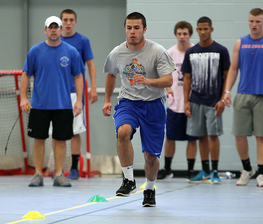 Junior captain elect Chris Behen does a sprint agility drill on Wednesday. DAVID LE/Staff photo. 6/18/14.