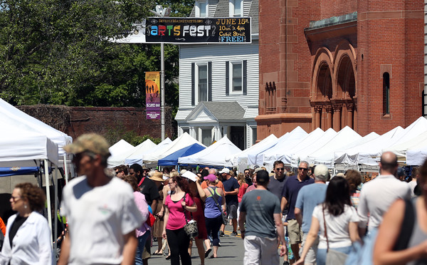 DAVID LE/Staff photo. Thousands of people turned out on a gorgeous Saturday afternoon for the annual Beverly Arts Fest held on Cabot Street. 6/18/16.