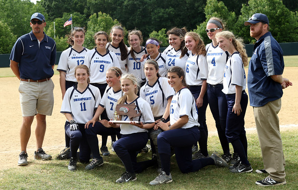 DAVID LE/Staff photo. The 2016 D2 North runners-up Swampscott Big Blue. 6/12/16.