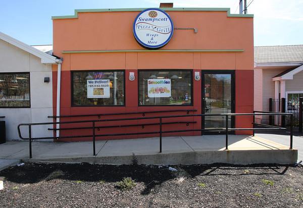KEN YUSZKUS/Staff photo.   The Swampscott Pizza and Grill restaurant.       03/30/16