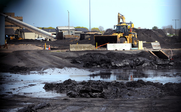 KEN YUSZKUS/Staff photo.  The last of the coal pile at the Salem Power Station.      5/8/14
