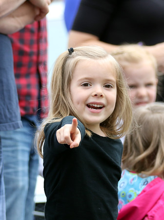 DAVID LE/Staff photo. Four-year-old Ariana Henichs, of Beverly excitedly points towards the start of the parade as the leading parties come around the corner and onto Cabot Street in Beverly. 5/30/16.