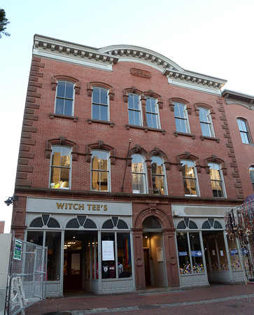 DAVID LE/Staff photo. 173 Essex Street in Salem the site of Witch Tee's. 11/18/16