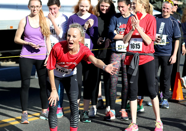 HADLEY GREEN/Staff photo<br /> Marblehead native and recent New York City Marathon women's champion Shalane Flanagan high-fived runners at the annual Back to the Track 5K in Marblehead. <br /> <br /> 11/25/17