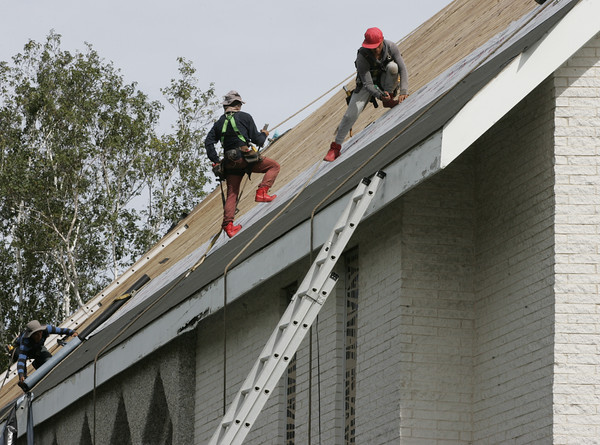 First Church in Ipswich getting new roof