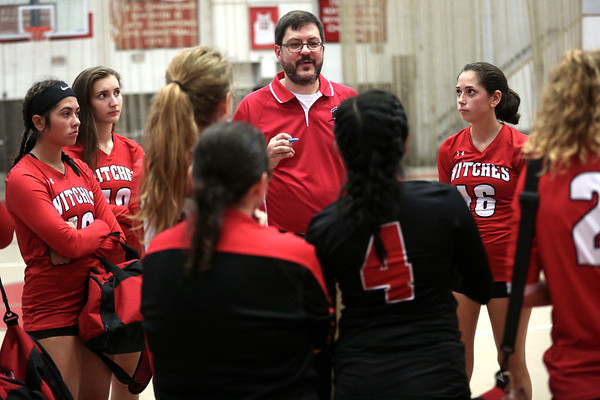 HADLEY GREEN/Staff photo<br /> Salem coach Craig Massey speaks to players after the Salem High v. Peabody High girls varsity volleyball game held at the Salem High School field house.<br /> <br /> 09/06/17