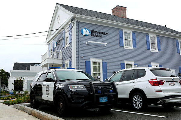 HADLEY GREEN/Staff photo<br /> Beverly Bank in Danvers where a robbery occurred Wednesday afternoon.<br /> <br /> 09/06/17