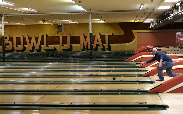 HADLEY GREEN/ Staff photo<br /> Chris Rodkey bowls at the Bowl-O-Mat in Beverly on Friday, April 21st, 2017.