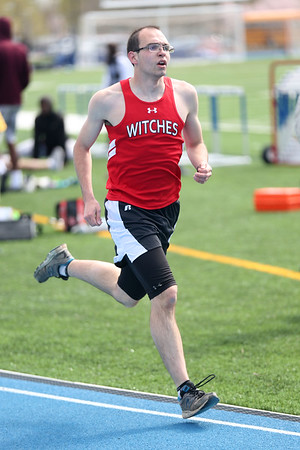 HADLEY GREEN/ Staff photo<br /> Salem's Shawn Small runs at the Salem v. Lynn track meet at Danvers High School on Tuesday, April 18th, 2017.