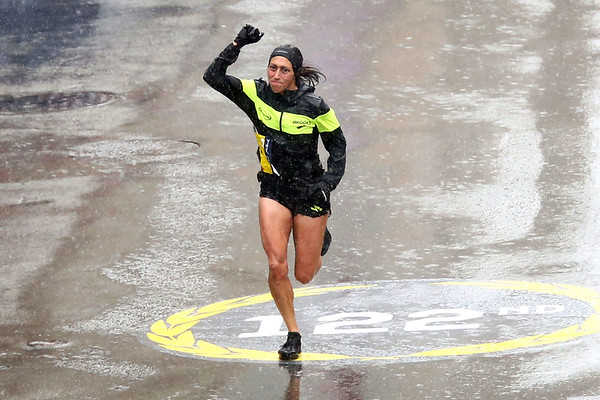 HADLEY GREEN/Staff photo<br /> Desiree Linden of Michigan wins the 122nd Boston Marathon in the elite women's division. <br /> <br /> 04/16/18