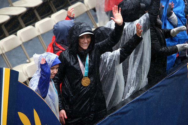 HADLEY GREEN/Staff photo<br /> Danvers' Meghan Duggan cheers on runners at the 122nd Boston Marathon. <br /> <br /> 04/16/18