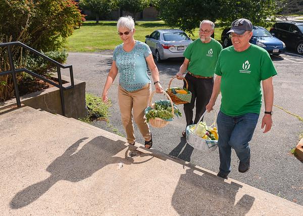 Volunteers donate food to Danvers pantry