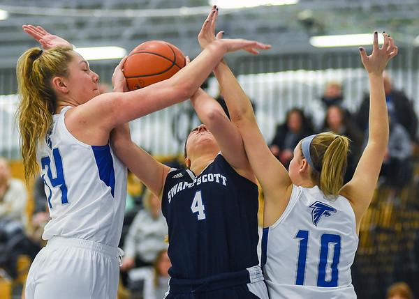 Swampscott vs Danvers - Ed Gieras basketball tournament