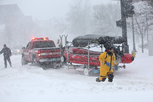 HADLEY GREEN/Staff photo<br /> Fire rescue responds to a trapped car on Bridge Street in Salem during Thursday's blizzard.<br /> <br /> 01/03/17