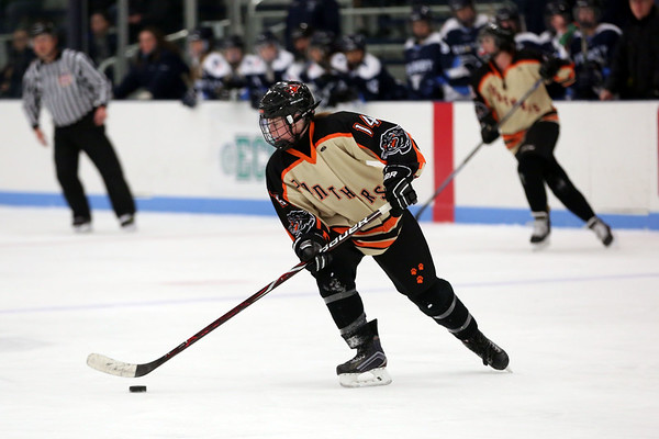 HADLEY GREEN/Staff photo<br /> Beverly's Jamie Dupont (14) moves the puck at the Beverly v. Peabody girls hockey game at Endicott College.<br /> <br /> 1/06/17