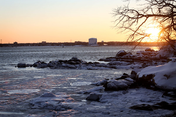 HADLEY GREEN/Staff photo<br /> The sun sets on an icy Beverly coast on Saturday evening.<br /> <br /> 1/06/17