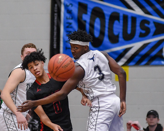 Salem at Peabody boyss basketball varsity game
