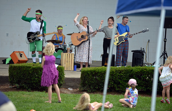 RYAN HUTTON/ Staff photo<br /> Karen K and the Jitterbugs perform at the Beverly Homecoming in Lynch Park on Sunday.