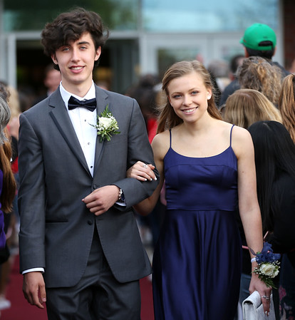 HADLEY GREEN/Staff photo Jack Rieckelman and Mira Vulikh enter Marblehead High School's red carpet event for the junior prom.   05/18/2018
