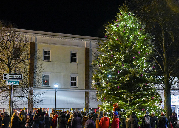 Santa arrives in Salem and tree lighting
