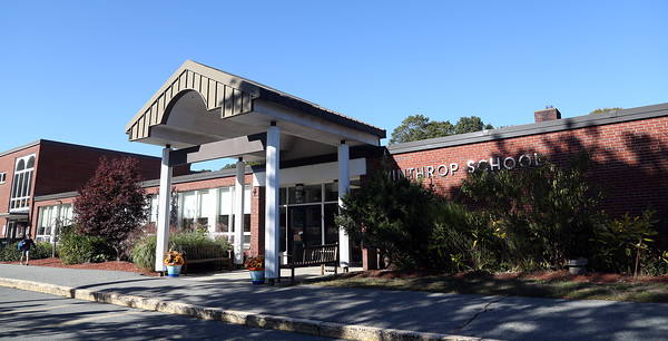 DAVID LE/Staff photo. Winthrop School in Ipswich. 10/4/16.