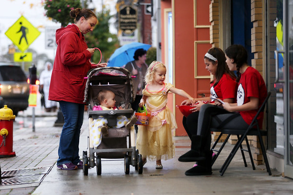 HADLEY GREEN/Staff photo<br /> Candy Vasey of Beverly takes her daughters Janelle and Amelia trick-or-treating for the Nightmare on Main Street celebration in Peabody.<br /> <br /> 10/25/17