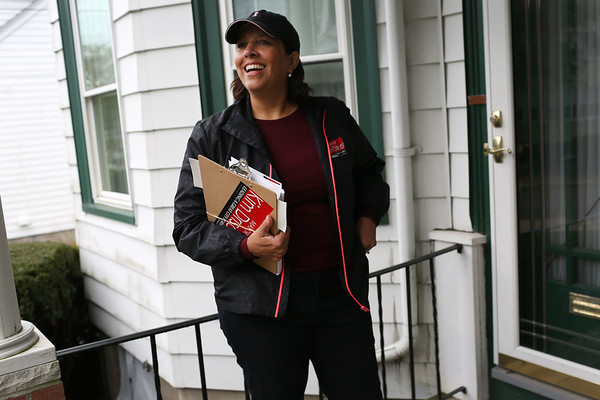 HADLEY GREEN/Staff photo<br /> Salem Mayor Kim Driscoll knocks on doors on Lafayette Place in Salem.<br /> 09/30/17