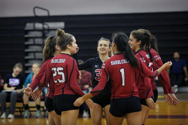 HADLEY GREEN/ Staff photo<br /> The Marblehead girls volleyball team cheers after scoring during their game against Saugus at Marblehead High School.<br /> <br /> 09/25/2018