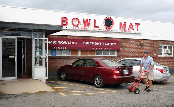 HADLEY GREEN/ Staff photo<br /> People enter Bowl-O-Mat in Beverly for the liquidation sale. After 64 years in business, Bowl-O-Mat is selling everything, from bowling lanes to kitchenware.<br /> <br /> 09/26/2018