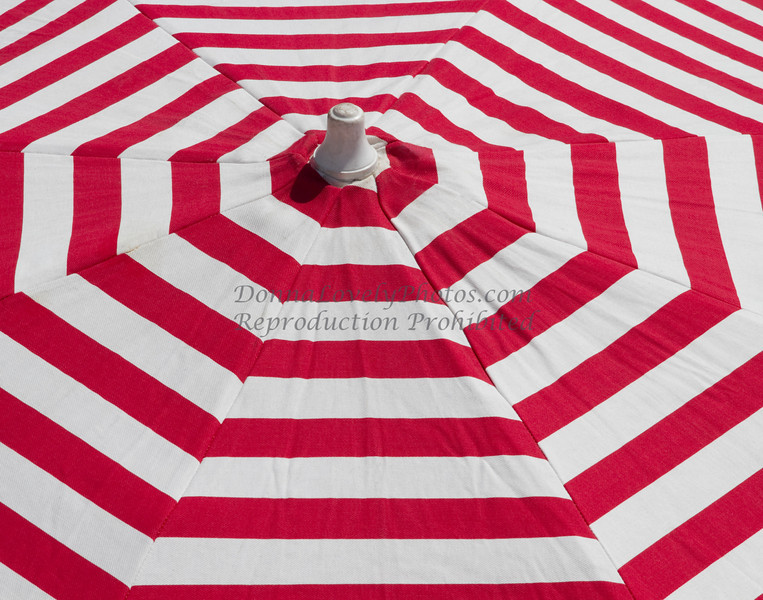 red & white umbrella, Argentina_0213 11x14 300ppi 2©DonnaLovelyPhotos