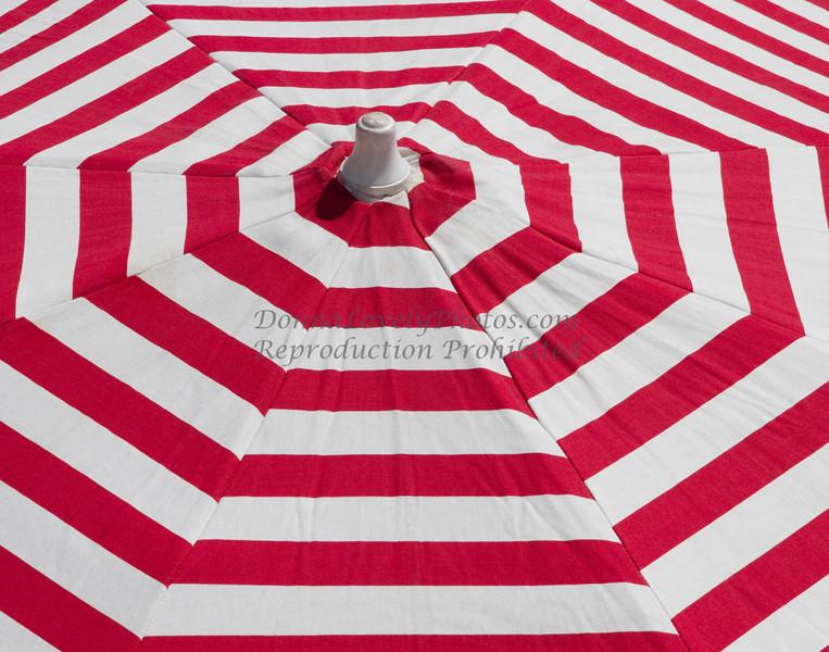 red & white umbrella, Argentina_0213 11x14 300ppi 2©DonnaLovelyPhotos