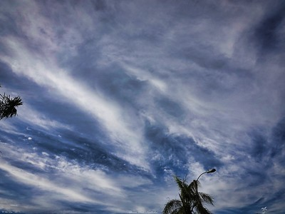 rx10_002_clouds