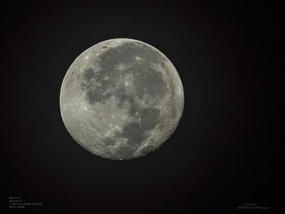 _B140032_  Waning Gibbous moon