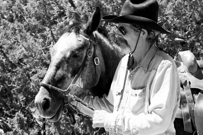 Artist ALAN KESSLER and his mustang CAPPY photographed near Santa Fe, New Mexico.