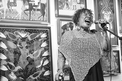 Blues vocalist JASMIN WILLIAMS sings at the Antieau Gallery on Water Street, historic Santa Fe, NM.