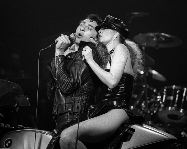 """Re Styles and Fee Waybill performing """"Don't Touch Me There"""" with the Tubes at Winterland on December 28, 1978."""