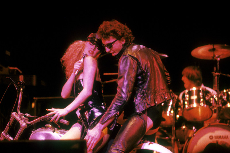 """Re Styles and Fee Waybill perfoming """"Don't Touch Me There"""" at the San Jose Center for the Performing Arts on December 31, 1978."""