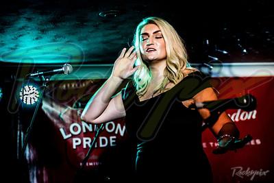©Rockrpix  -  Amanda St John