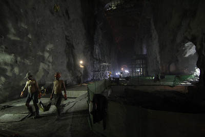 Powerhouse construction in the main tunnel of the 456 Upper Tamakoshi Hydropower Project. 1.4km underground, near Gonggar, Dolakha. 2013.