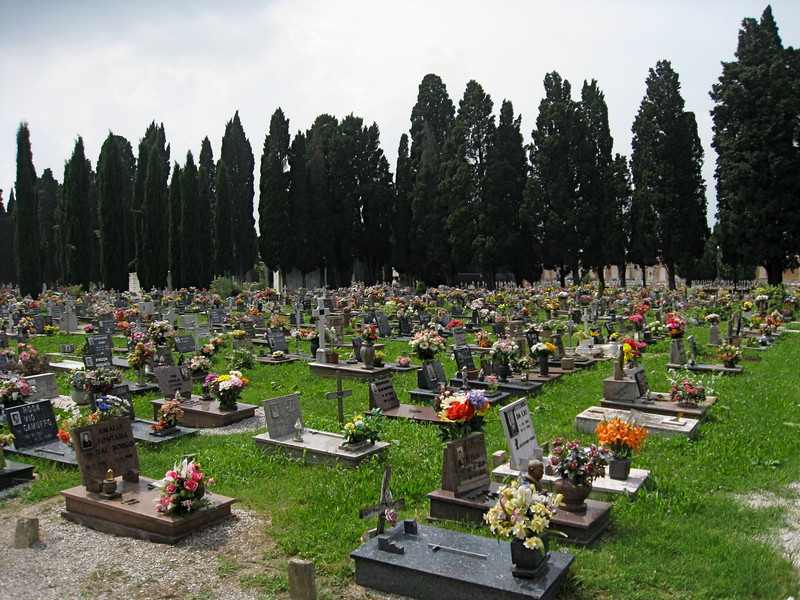 Graves at Isola di San Michele.