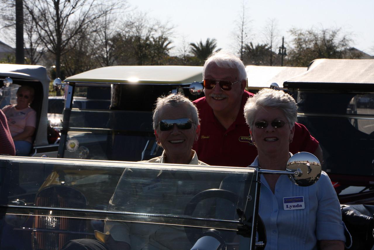 Judi, Harold & Lynda all smiles :)