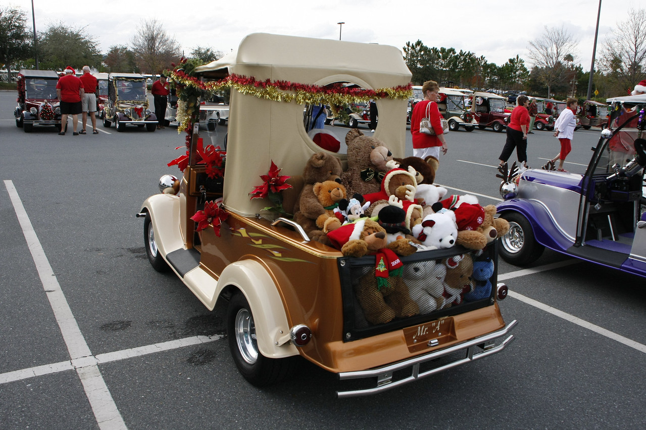 Joe & Pauline's Streetrod ready to hand out gifts for the kids