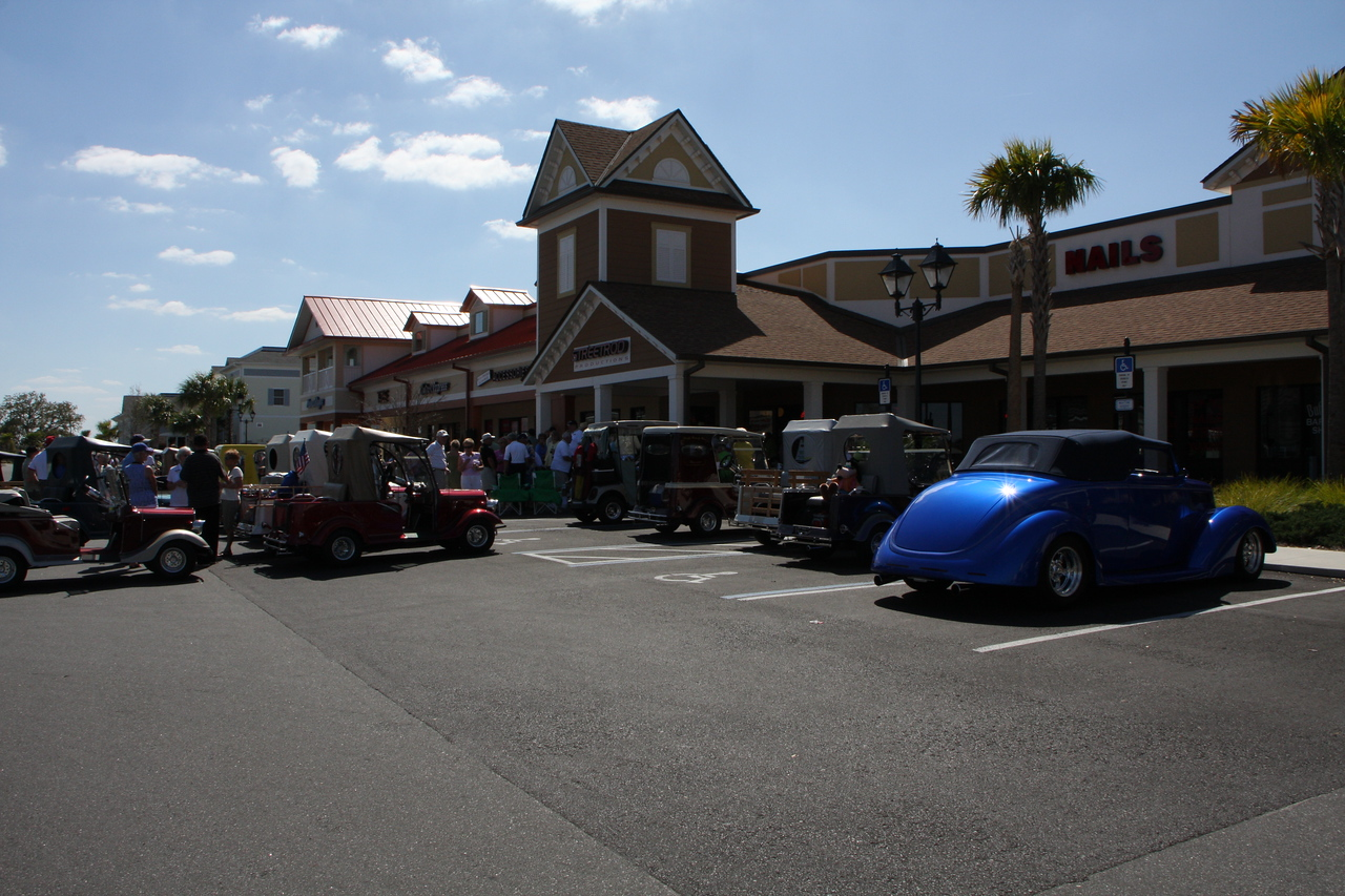 Streetrod Productions actually duplicated the real blue streetrod on the right in golfcart form!