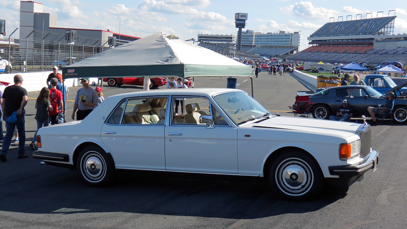 I took a few more pics of the 1994 Rolls-Royce Silver Spur III since the weather had improved.