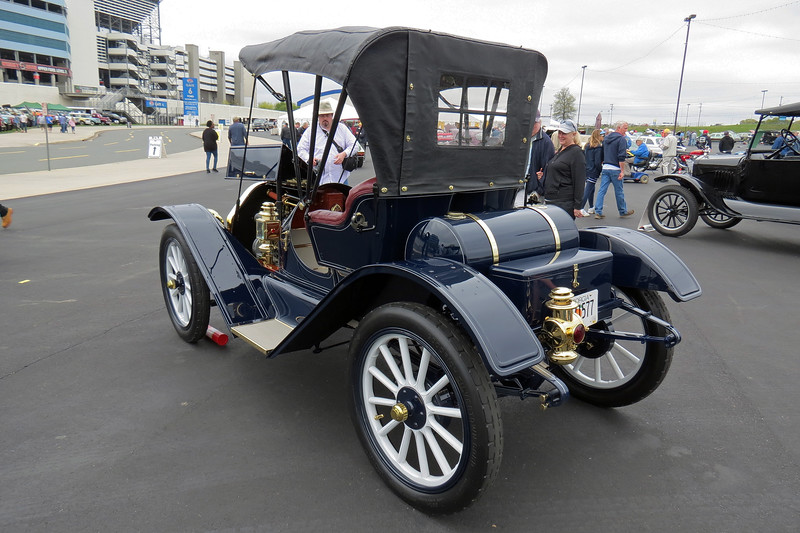 Oakland was marketed and priced above entry-level Chevrolet, but below Oldsmobile.  This car is one of 4,049 cars produced by Oakland in 1910.